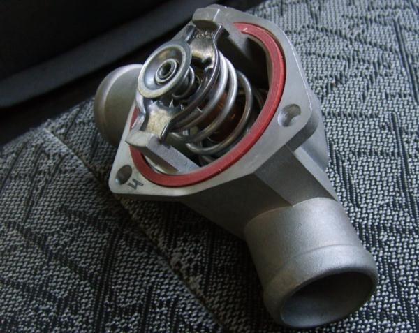 Фото №10 - замена термостата ВАЗ 2110